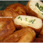 Сумса (пирожки) с творогом и зеленым луком.