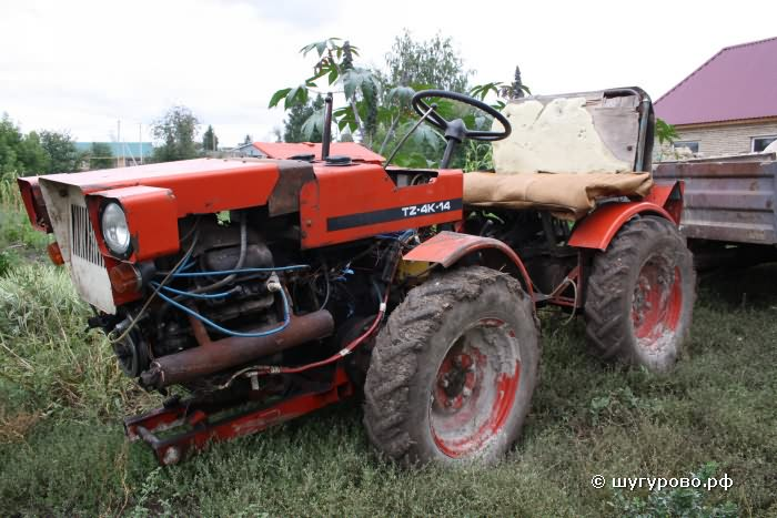Трактор в деревне Шугурово